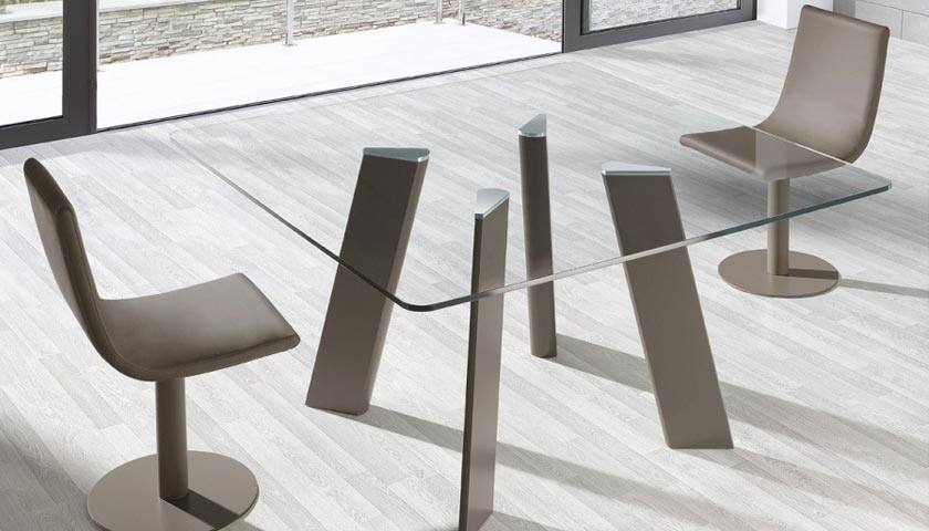 glass dining table by Cadira